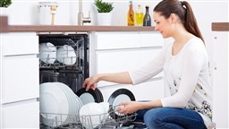 Why You Shouldn't Rinse Dishes Before Putting Them in Dishwasher