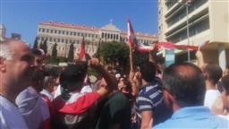 Tranquility prevails over Riad Solh Square as number of protesters increases