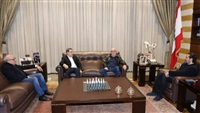Hariri receives Jumblatt, says he supports Khatib's designation