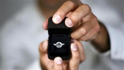 Watch: Young Lebanese man proposes to his girlfriend, breaking quarantine