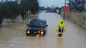 Civil Defense teams rescue citizens trapped in their cars between Beshmezin and Kfarhazir