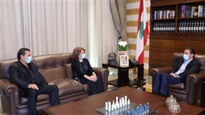 Hariri welcomes Majida El-Roumi and her brother
