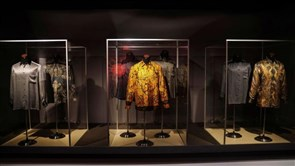 Nelson Mandela's Famous Shirts, Belongings Up for Auction