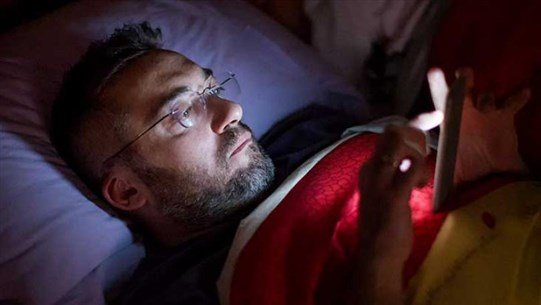 Special Glasses Can Reduce Sleep-Disrupting Effects of Smartphones