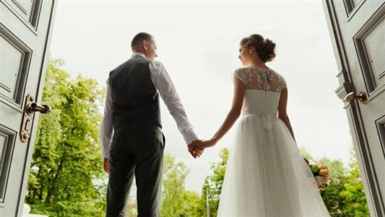 10 Etiquette Rules Brides and Grooms Need to Stop Breaking