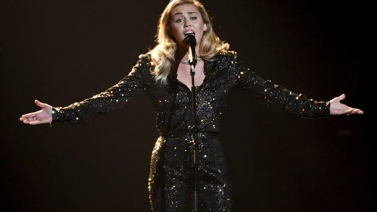 Miley Cyrus Reportedly in 'Silent Mode' after Vocal Cord Surgery