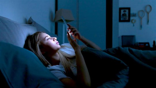 Why You Should Not Sleep With Your Cell Phone at Night