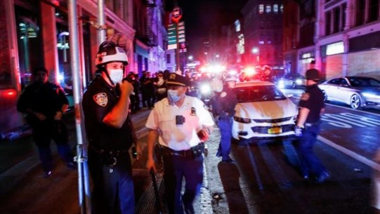 Five police officers shot, wounded in U.S. protests