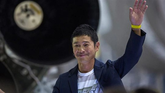 Japan Billionaire Offers Space Seats to the Moon