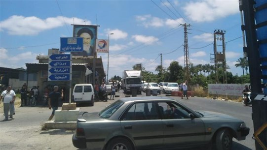 Sidon-Tyre seaside road blocked to traffic against simmering living conditions