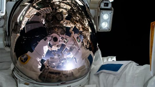 US, French Astronauts Complete Six-Hour ISS Spacewalk to Install Solar Panels